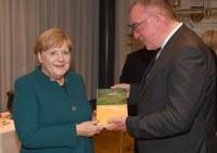 Bundeskanzlerin Angela Merkel lobt Band zur Fränkischen Schweiz