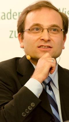 Image of the author taken from http://www.saw-leipzig.de/aktuelles/denkstroeme/buelent-ucar