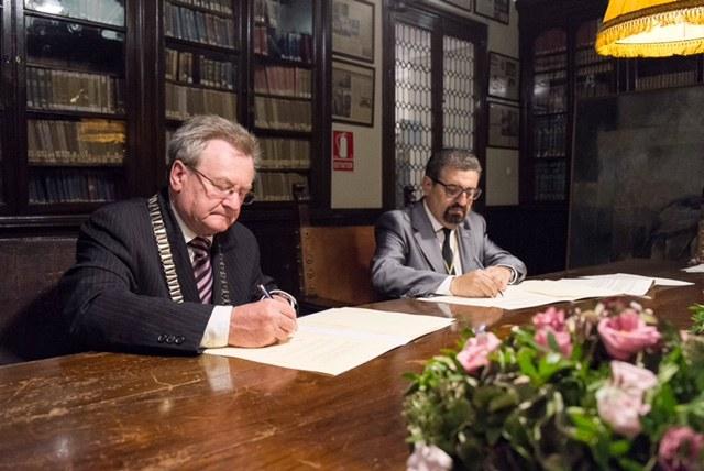 Kooperationsvertrag mit Akademie Córdoba