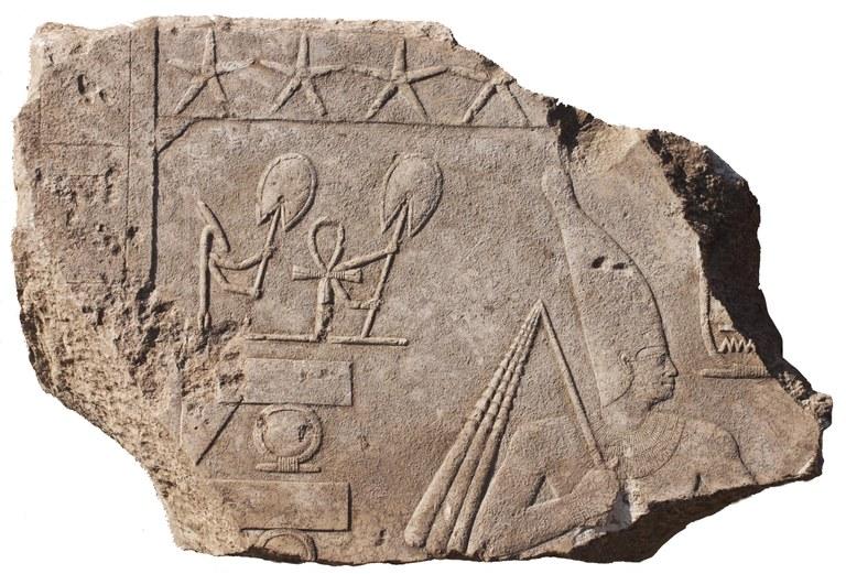 Reliefbruchstück aus dem Tempel von Heliopolis. Foto: Dietrich Raue