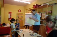 Dr. Stefan Michel in der Grundschule forum thomanum