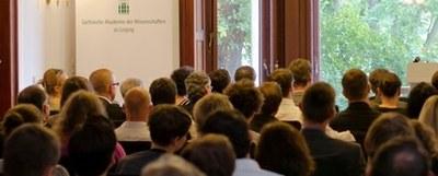 Sitzungssaal in der Karl-Tauchnitz-Straße, Foto: Dirk Brzoska