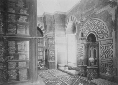 Handschriften-Schrank in einer Bibliothek, Damaskus 19. Jahrhundert. Bild: Max Freiherr von Oppenheim-Stiftung / Hausarchiv Bankhaus Oppenheim, Köln