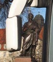 """Rekonstruiertes Mendelssohn-Denkmal: """"Edles nur künde die Sprache der Töne"""", Foto: Eberhard Fischer"""